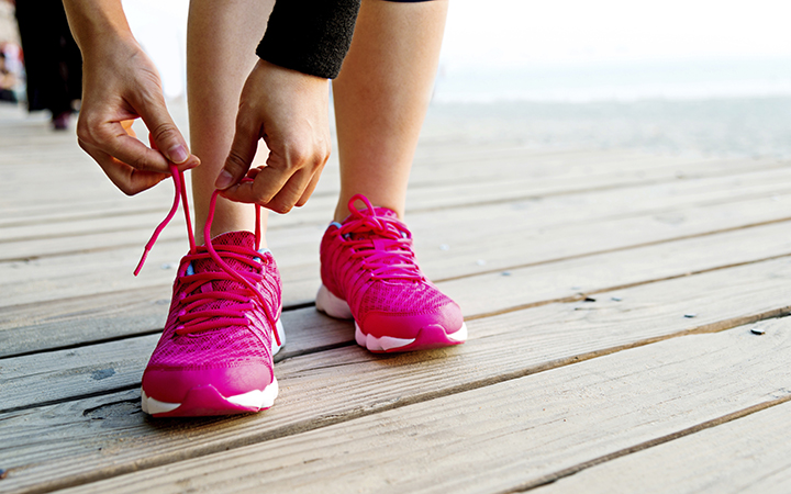 Lacing up run shoes
