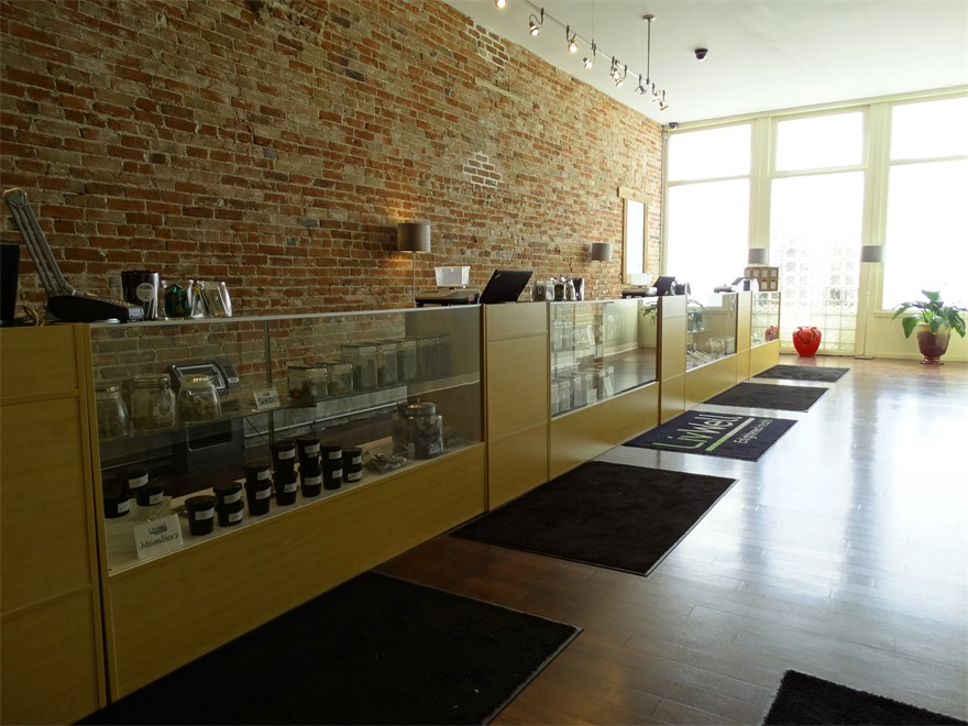 LivWell on Broadway cannabis dispensary in Denver, CO