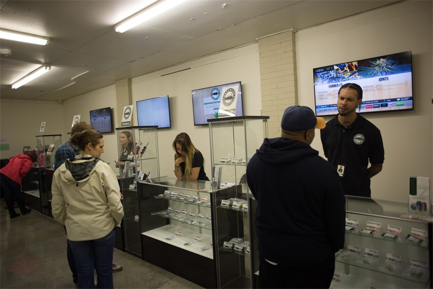 Greenside Recreational cannabis dispensary in Des Moines, WA