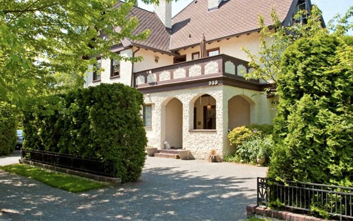 The Bacon Mansion bed and breakfast in Seattle, Washington