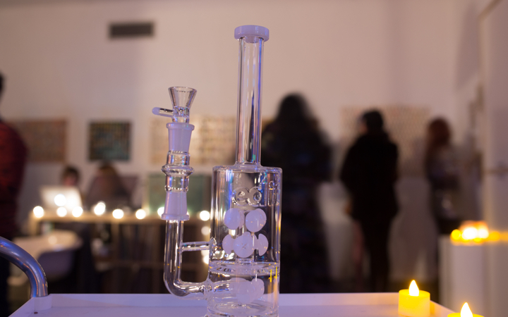 EveryoneDoesIt.com scientific glass dab rig from Online Smoke Shop
