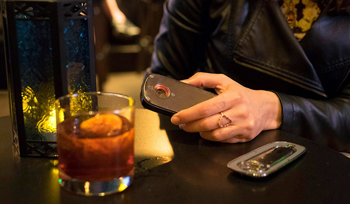 Firefly vaporizer at a bar with cannabis concentrates